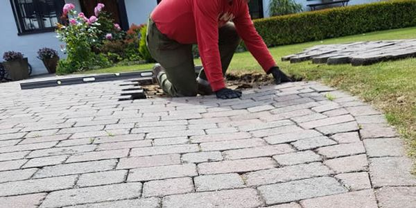 block paved patio job - image shows one of the team laying a block paved patio